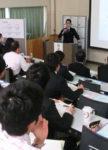 実践の成果を報告する中村拓人教諭