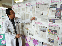 児童が作った切り抜き新聞。「見出しやコメントに工夫し、楽しんでいました」と話す森田教諭