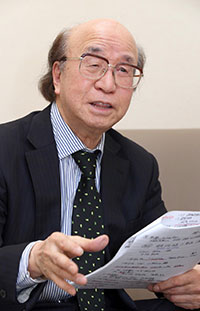 たかつじ・きよとし 1939年生まれ。札幌市立陵陽中校長を退職後、2001年にNIE推進協議会コーディネーターとなり、10年から会長。日本NIE学会理事。