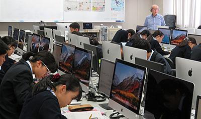 災害時のICT活用を考えた札幌旭丘高の情報科の授業=2018年10月9日